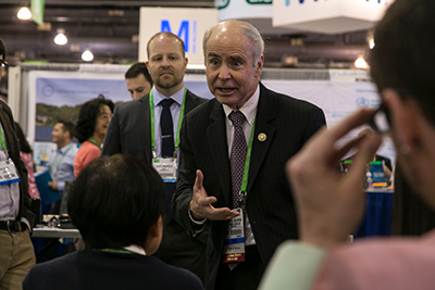 Dr. Anderson speaks with conference attendees during a Meet the Editor session at the AACR Annual Meeting 2015 in Philadelphia.