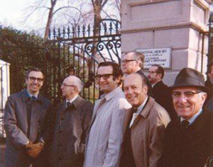AACR leaders attend the signing of the National Cancer Act in 1971.