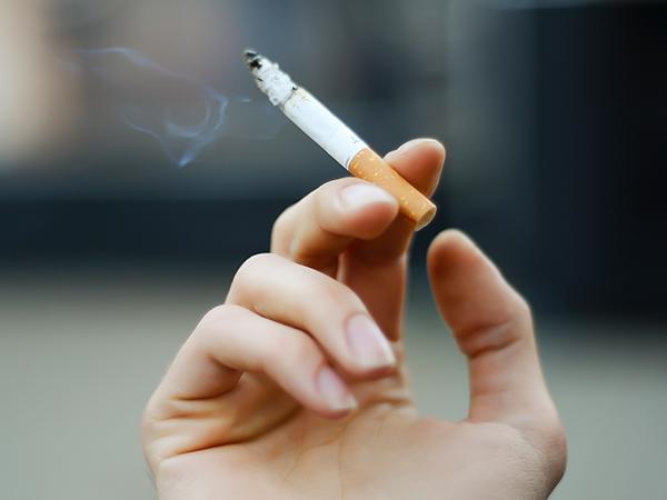 Low-nicotine cigarettes and compensatory smoking